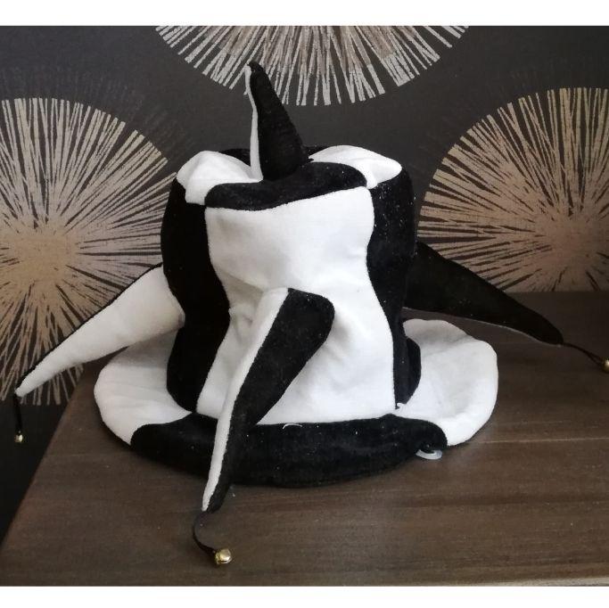 Колпак шутовской черно-белый с шипами и бубенцами Е40269