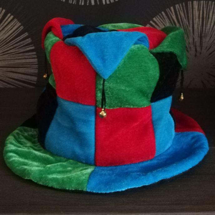 Шляпа карнавальная с бубенцами Е40247