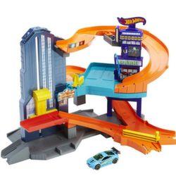 Хот Вилс Игровой набор Городской Hot Wheels CDL36